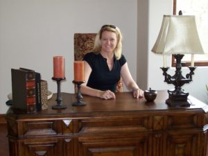 carolyn_minor_at_desk